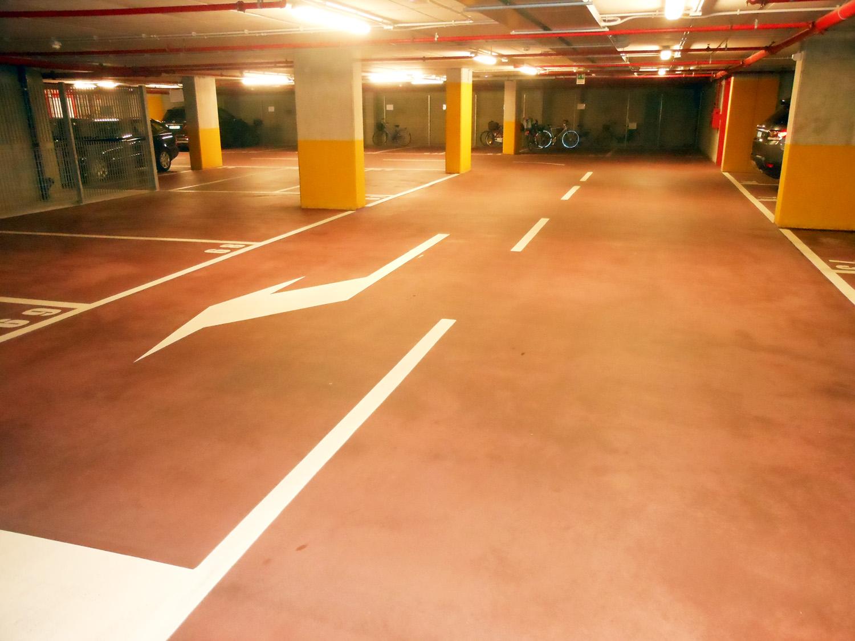 Indoor_red_parking_02_web